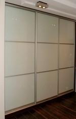 сигурни гардероби със стъкло по индивидуален проект
