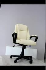 елегантни кремави офис столове